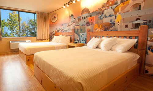 4 Queen Beds