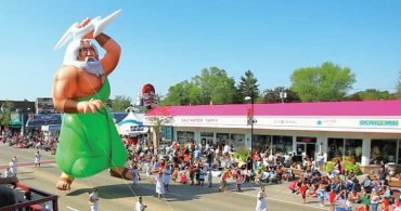 Mt. Olympus Opens Wisconsin Dells Wo-Zha-Wa Parade 2015!
